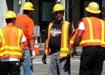 construction-workers-1215154-639x460